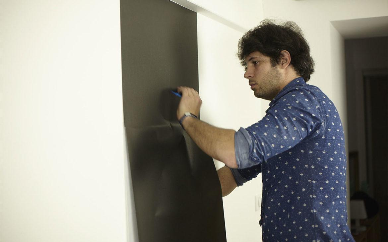 poser du papier peint magnétique au mur